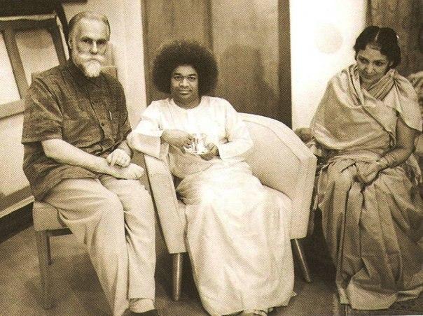 Святослав Рерих, Саи Баба и Девика Рани
