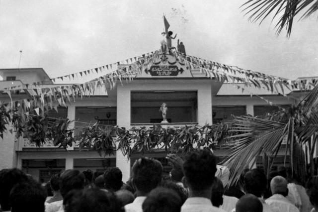 редкое фото из архива инаугурации Мандир 23 ноября 1950.jpg