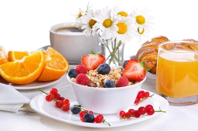 depositphotos_67189991-stock-photo-strawberries-blueberries-and-breakfast-cereal.thumb.jpg.83d6edb6354fdee11e819c4cf7b5c710.jpg